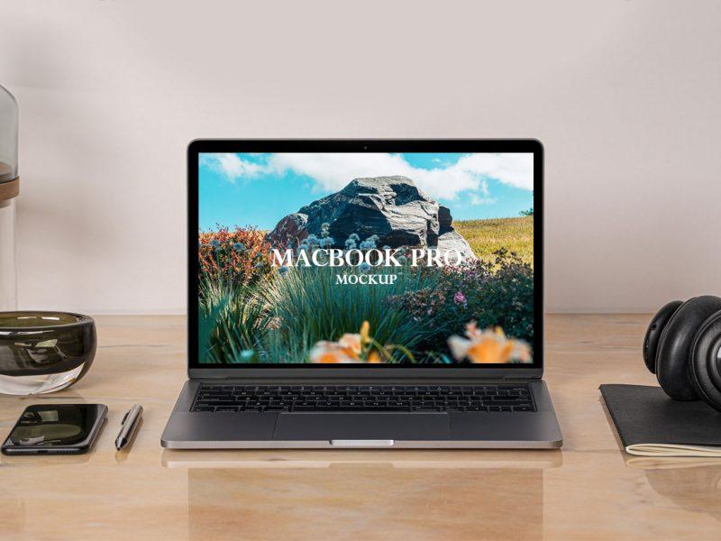 Free-Website-Presentation-MacBook-Pro-Mockup